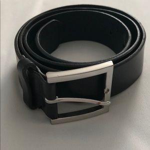 Banana Republic Black Leather Belt - Size 34